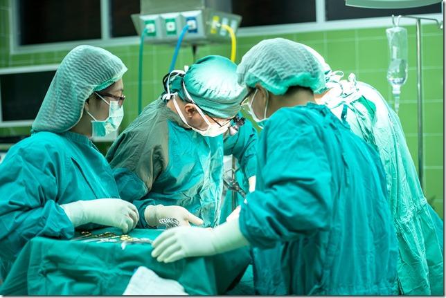 Facharzt für Handchirurgie Dr. Olufemi Adeogba